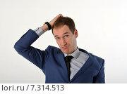 Купить «Молодой бизнесмен чешет голову», фото № 7314513, снято 19 апреля 2015 г. (c) Ивашков Александр / Фотобанк Лори