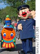 Купить «Проводник и паровозик», фото № 7321301, снято 3 августа 2014 г. (c) Ирина Здаронок / Фотобанк Лори