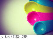 Купить «Цветные пластиковые мерные ложечки», фото № 7324589, снято 20 апреля 2015 г. (c) Владислав Осипов / Фотобанк Лори