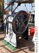 Механизм подъёма парусов на парусном корабле. Стоковое фото, фотограф Андрей Москвитин / Фотобанк Лори