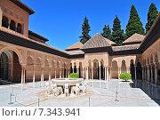 Patio de los Leones (Patio of the Lions) in the Palacios Nazaries, The Alhambra, Granada, Andalucia, Spain. Стоковое фото, агентство BE&W Photo / Фотобанк Лори