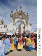 bolivia - basilica of our lady of copacabanaBolivia, Copacabana, Typical Traditional Bolivian Women near Basilica Nuestra Senora de Copacabana. Редакционное фото, агентство BE&W Photo / Фотобанк Лори