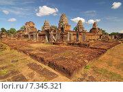 Cambodia, Siem Reap, Angkor, East Mebon Temple. Стоковое фото, агентство BE&W Photo / Фотобанк Лори