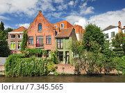 Купить «Canal and old houses in Bruges (Brugge) Belgium.», фото № 7345565, снято 17 октября 2018 г. (c) BE&W Photo / Фотобанк Лори