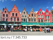 Купить «Medieval style shops and restaurants around the market place (Grote Markt) in Bruges Belgium.», фото № 7345733, снято 25 мая 2019 г. (c) BE&W Photo / Фотобанк Лори