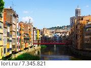 Купить «river and picturesque houses in Girona», фото № 7345821, снято 12 июня 2014 г. (c) Яков Филимонов / Фотобанк Лори