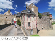 Colorful medieval houses in Vannes Brittany France. Редакционное фото, агентство BE&W Photo / Фотобанк Лори