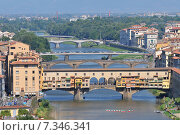 The Ponte Vecchio from the north side of the River Arno, Florence, Tuscany, Italy. Стоковое фото, агентство BE&W Photo / Фотобанк Лори
