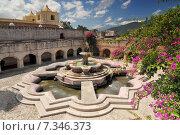 Courtyard in La Merced Church, featuring Antigua's largest water fountain, Antigua Guatemala.Guatemala, Antigua, courtyard in La Merced church, Antigua's largest water fountain. Редакционное фото, агентство BE&W Photo / Фотобанк Лори