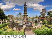 Купить «Big fountain in Royal water palace and pools Tirthagangga, Bali», фото № 7346461, снято 17 декабря 2018 г. (c) BE&W Photo / Фотобанк Лори