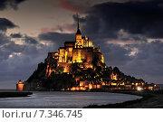 Mont St Michel illuminated at night. Normandy France. Стоковое фото, агентство BE&W Photo / Фотобанк Лори