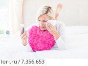 Купить «Blonde woman holding her mobile phone and crying», фото № 7356653, снято 5 декабря 2014 г. (c) Wavebreak Media / Фотобанк Лори