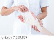Купить «Doctor bandaging her patient wrist», фото № 7359837, снято 16 января 2015 г. (c) Wavebreak Media / Фотобанк Лори