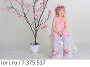 Девочка в розовом платье и венке из цветов. Стоковое фото, фотограф Olena Kravchuk / Фотобанк Лори