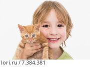 Купить «Close-up portrait of cute boy holding kitten», фото № 7384381, снято 14 ноября 2014 г. (c) Wavebreak Media / Фотобанк Лори