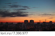 Купить «Красивый закат над городом, сине-оранжевое небо над крышами, Санкт-Петербург», видеоролик № 7390977, снято 10 февраля 2015 г. (c) Кекяляйнен Андрей / Фотобанк Лори