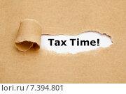 Купить «Надпись Tax Time в отверстии рваной бумаги», фото № 7394801, снято 20 июля 2013 г. (c) Ивелин Радков / Фотобанк Лори
