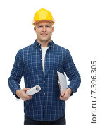 Купить «smiling male builder in helmet with blueprint», фото № 7396305, снято 7 марта 2015 г. (c) Syda Productions / Фотобанк Лори