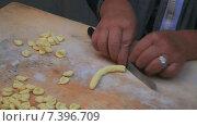 Приготовление орекьетти (2015 год). Редакционное видео, видеограф Артем Шутов / Фотобанк Лори