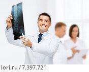 Купить «smiling male doctor holding x-ray at hospital», фото № 7397721, снято 3 февраля 2015 г. (c) Syda Productions / Фотобанк Лори