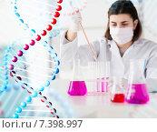 Купить «close up of scientist making test in lab», фото № 7398997, снято 9 декабря 2014 г. (c) Syda Productions / Фотобанк Лори