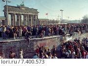 Купить «Fall of the Berlin Wall», фото № 7400573, снято 11 ноября 1989 г. (c) Caro Photoagency / Фотобанк Лори