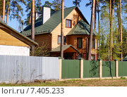 Купить «Красивый загородный дом в подмосковье», фото № 7405233, снято 6 мая 2015 г. (c) Павел Кричевцов / Фотобанк Лори