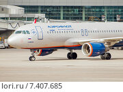 Купить «Airbus A320-214 (VP-BNL, A.Suvorov) в аэропорту Шереметьево крупным планом», эксклюзивное фото № 7407685, снято 15 апреля 2015 г. (c) Константин Косов / Фотобанк Лори