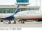 Транспортировка Airbus A330-343X (VQ-BCV, B.Pasternak) в аэропорту Шереметьево крупным планом, эксклюзивное фото № 7407925, снято 15 апреля 2015 г. (c) Константин Косов / Фотобанк Лори