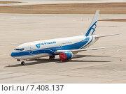 Boeing B737-3Y0 (VP-BCJ) на стоянке в аэропорту Шереметьево, эксклюзивное фото № 7408137, снято 15 апреля 2015 г. (c) Константин Косов / Фотобанк Лори