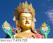 Купить «Голова гигантской статуи Будды Майтрейи в долине Нубра в Гималаях в северной Индии солнечным летним днём на фоне синего неба», фото № 7419729, снято 22 июня 2012 г. (c) Олег Иванов / Фотобанк Лори