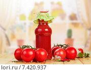 Купить «Помидоры и томатный сок», фото № 7420937, снято 29 августа 2014 г. (c) Сергей Молодиков / Фотобанк Лори