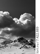 Купить «Снеговые горы и облака», фото № 7422889, снято 1 мая 2013 г. (c) Анна Полторацкая / Фотобанк Лори
