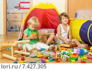 Купить «Children playing with blocks», фото № 7427305, снято 2 августа 2014 г. (c) Яков Филимонов / Фотобанк Лори