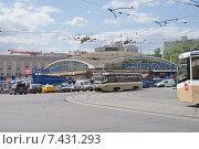 Купить «Москва, Черёмушкинский рынок», фото № 7431293, снято 12 мая 2015 г. (c) Павел Москаленко / Фотобанк Лори