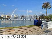 Купить «Фонтан в парке Горького в Москве», эксклюзивное фото № 7432501, снято 2 мая 2015 г. (c) lana1501 / Фотобанк Лори