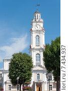Здание городской ратуши в исторической части Витебска, Беларусь (2011 год). Стоковое фото, фотограф Наталия Елсукова / Фотобанк Лори