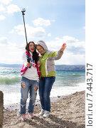 Купить «Две женщины делают селфи на фоне Байкала», фото № 7443717, снято 17 мая 2015 г. (c) Момотюк Сергей / Фотобанк Лори