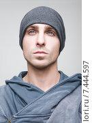 Купить «Портрет красивого молодого мужчины в шапке и капюшоне», фото № 7444597, снято 16 апреля 2015 г. (c) Дмитрий Булин / Фотобанк Лори