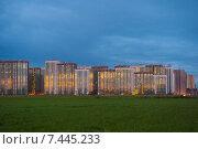Купить «Строительство нового микрорайона Девяткино, отражение заката в окнах», эксклюзивное фото № 7445233, снято 21 мая 2018 г. (c) Екатерина Тимонова / Фотобанк Лори