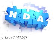Слово NDA написанное на фрагментах голубого пазла. Стоковая иллюстрация, иллюстратор Илья Урядников / Фотобанк Лори