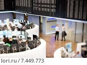 Купить «Frankfurt am Main, Germany, Aktienhaendler the trading floor of the Frankfurt Stock Exchange», фото № 7449773, снято 25 марта 2011 г. (c) Caro Photoagency / Фотобанк Лори