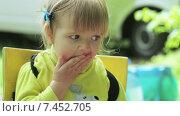 Купить «Девочка ест огурец на природе», видеоролик № 7452705, снято 6 мая 2015 г. (c) Потийко Сергей / Фотобанк Лори