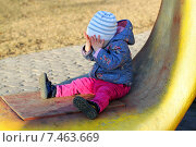 Купить «Маленькая плачущая девочка в парке», фото № 7463669, снято 11 апреля 2015 г. (c) Морозова Татьяна / Фотобанк Лори