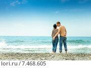 Влюбленная пара на берегу моря. Стоковое фото, фотограф Maria Siurtukova / Фотобанк Лори