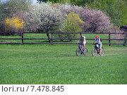 На велосипедах в Коломенском (2015 год). Редакционное фото, фотограф Ирина Быстрова / Фотобанк Лори