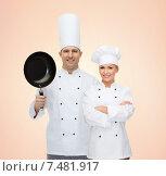 Купить «happy chefs or cooks couple with frying pan», фото № 7481917, снято 7 марта 2015 г. (c) Syda Productions / Фотобанк Лори