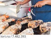 Купить «close up of cook hands grilling fish on street», фото № 7482393, снято 7 февраля 2015 г. (c) Syda Productions / Фотобанк Лори