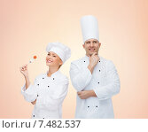 Купить «happy chefs or cooks couple over beige background», фото № 7482537, снято 7 марта 2015 г. (c) Syda Productions / Фотобанк Лори