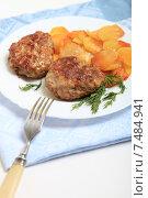 Купить «Аппетитные сочные котлеты с картофелем на тарелке», эксклюзивное фото № 7484941, снято 7 марта 2014 г. (c) Яна Королёва / Фотобанк Лори